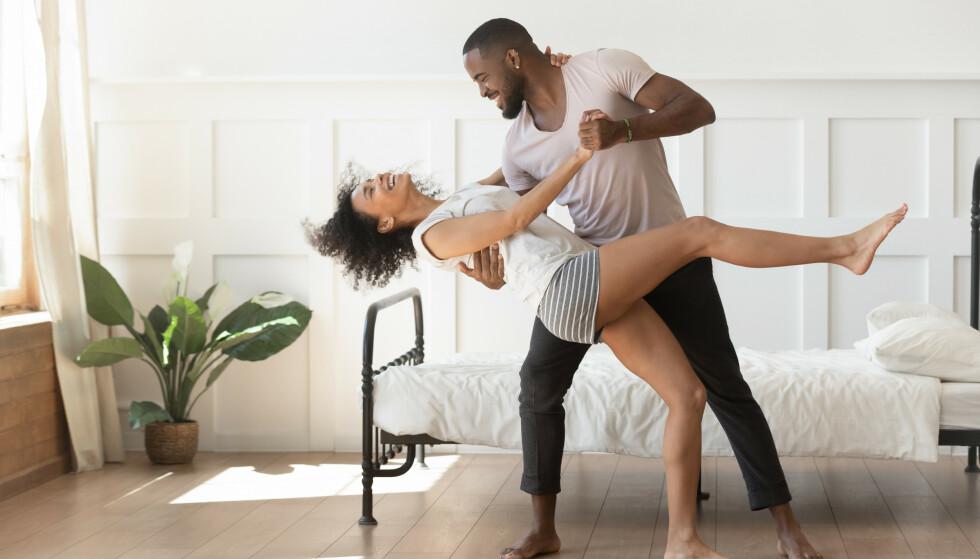 """FORVEKSLER KJÆRLIGHET OG FORELSKELSE: Følelser av """"kjærlighet"""" i de første dagene eller ukene av et forhold er ofte følelser av forelskelse."""