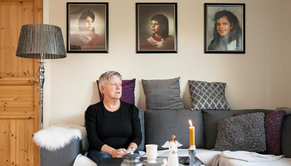 LEVER I UVISSHET: – Jeg sier alltid at jeg har tre fantastiske døtre, sier Inge-Lise. I stua hjemme i leiligheten henger det bilder av Therese, (t.v.) som i dag ville ha vært 41 år, Elena som nå er 38 år og Tine på 32 år.