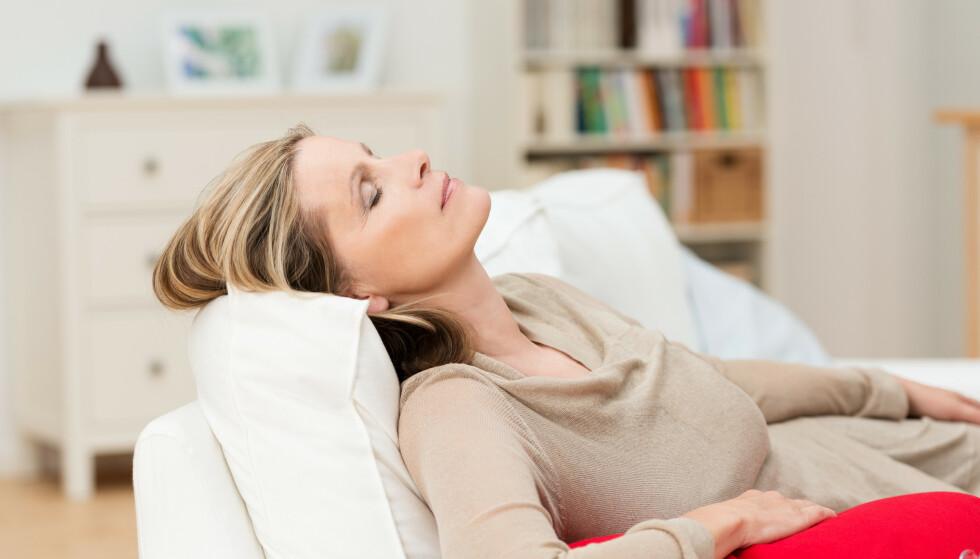 OVERGANGSALDEREN kan være årsaken til smertefulle symptomer, og mange kvinner vet ikke selv at det er det de gjennomgår. I dag finnes det heldigvis hjelp å få, så du trenger ikke lide deg gjennom disse årene. Foto: NTB scanpix