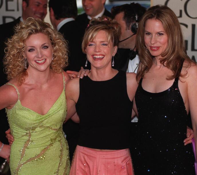 COURTNEY THORNE-SMITH: Du kjenner kanskje skuespilleren (i midten) fra serier som Melrose Place og According to Jim? Foto: NTB