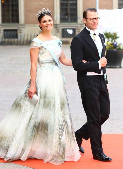 VAKKER: Kronprinsesse Victoria fikk mye skryt for HM-kjolen hun bar under bryllupet til lillebror Carl Philipog Sofia sommeren 2013. FOTO: NTB
