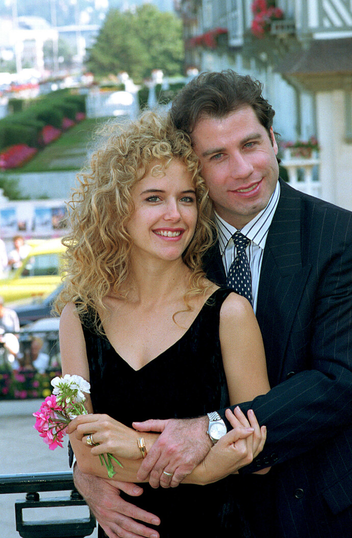 NYGIFT: John Travolta poses og Kelly Preston giftet seg i Paris i 1991. En uke etter bryllupet stilte de villig opp for fotografene i Frankrike. FOTO: NTB
