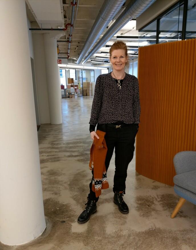 WOOLIT: Cathrine Løland er blant dem som har startet strikketjenesten. Foto: Privat