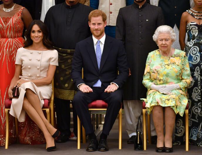 ISFRONT: Ekteparet Harry og Meghan har valgt å trekke seg ut av den britiske kongefamilien. Her fra et arrangement på Buckingham Palace i 2018. Prins Harry ved siden av farmor dronning Elizabeth. FOTO: NTB