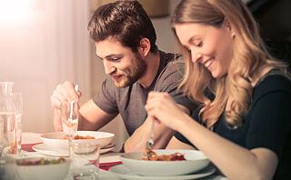 Sluker du maten? Det kan påvirke fordøyelse og vekt