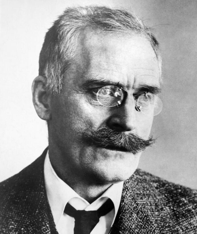 MARKANT: Knut Hamsun markerte seg på flere måter enn gjennom sitt forfatterskap. Hege Duckert beskriver ham som en autoritær skikkelse. FOTO: NTB
