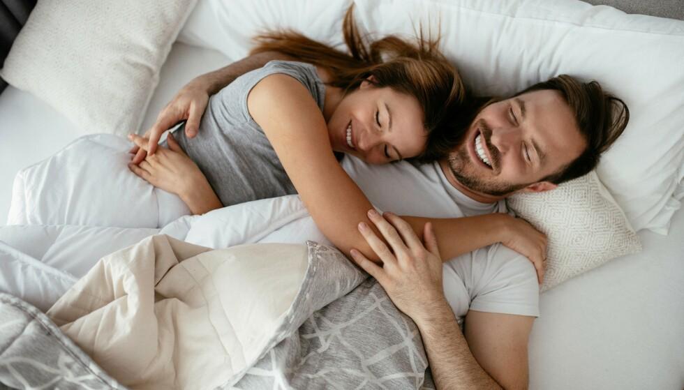 HJERTET ER STORT: - Jeg tror at hjertet er stort og ingen går gjennom et langt liv uten å bli betatt, forelsket eller seksuelt tiltrukket av andre, sier eksperten. Forskning tyder på at rundt 20 prosent av ektepar har eksperimentert med ikke-monogami. FOTO: NTB