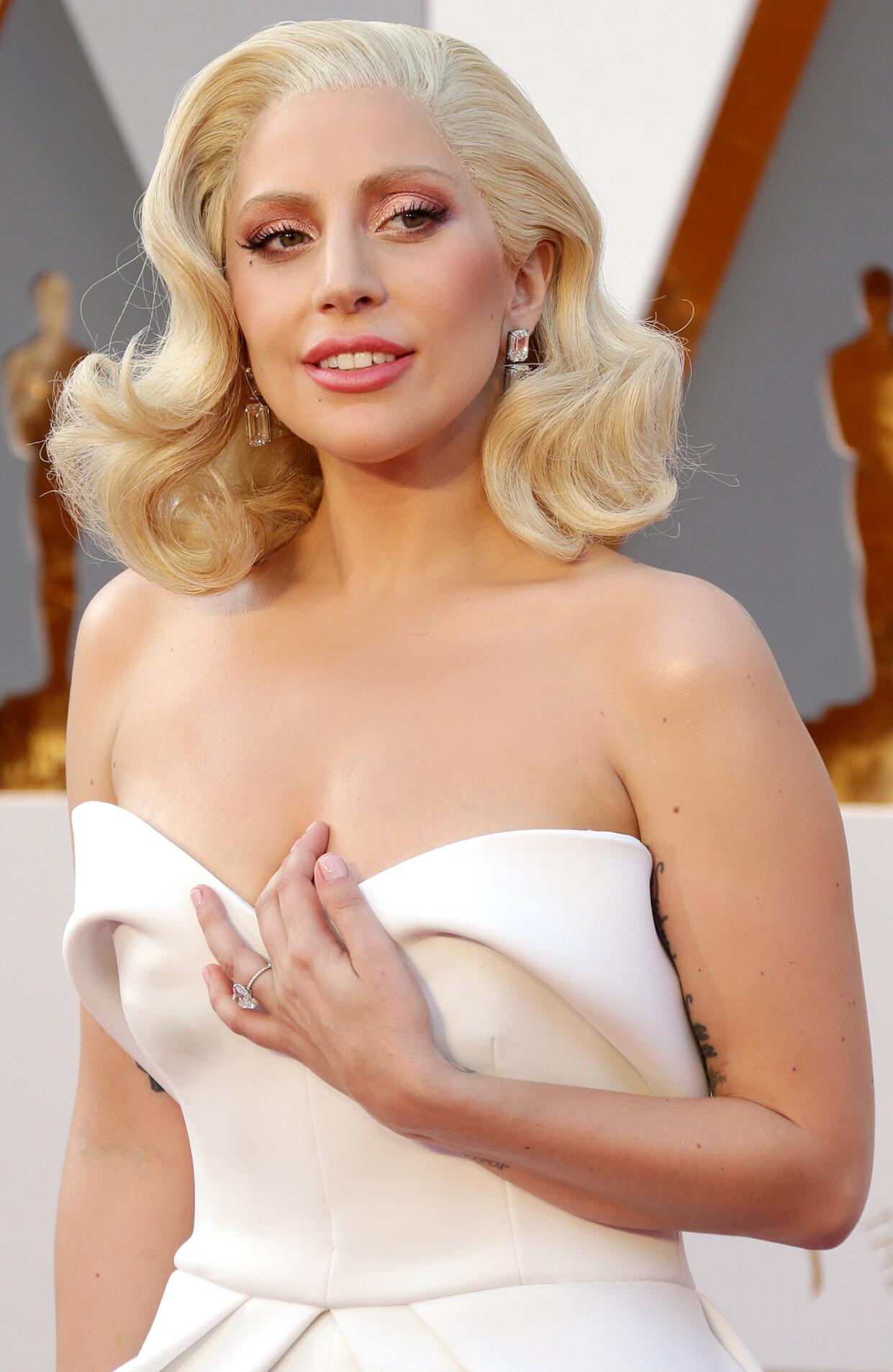 SUPERSTJERNE: Lady Gaga er en av de aller største stjernene vi har. Her er hun avbildet under en prisutdeling i 2016. FOTO: NTB