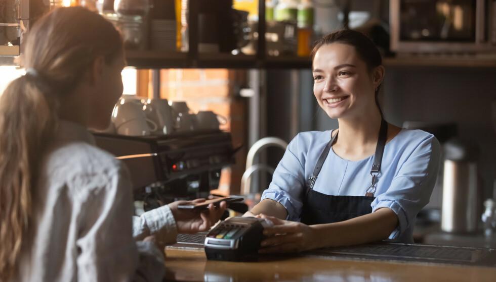HYGGELIG SMIL: For noen skal det ikke mer til enn et hyggelig smil før de blir betatt. FOTO: NTB