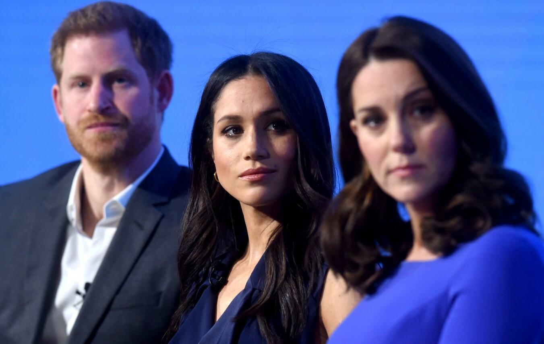 MENTAL HELSE: Til tross for at hertuginne Kate og prins William har gjort fokus på mental helse som sin fanesak, har de likevel unnviket å støtte svigerinnen Meghan. Her fra deres aller første offentlige opptreden sammen i februar 2018. FOTO: NTB