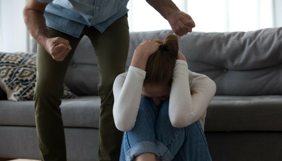 VOLD ER ALDRI GREIT: Er du redd for å bli utsatt for vold, eller frykter du for livet ditt? Mistenker du at noen blir utsatt for vold og trusler? Da må du kontakte politiet. FOTO: NTB
