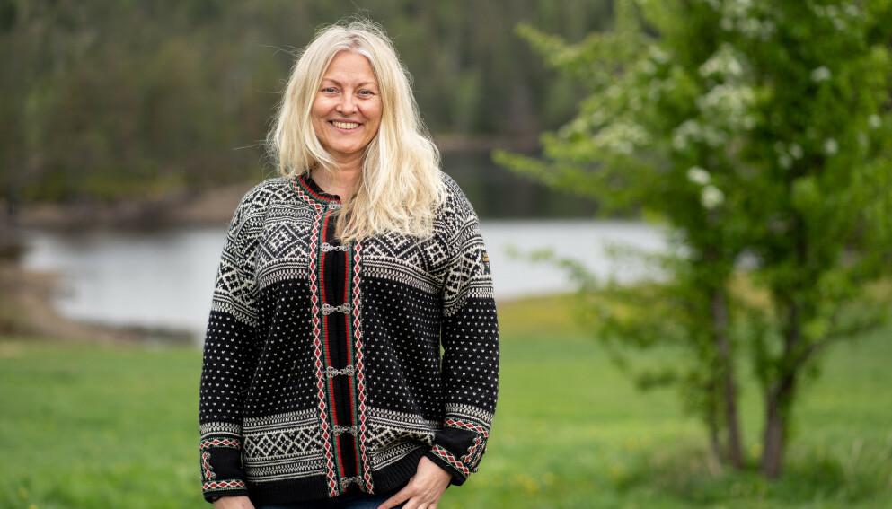 LETTET: Eli Kari Gjengedal, deltaker i «Farmen kjendis» på TV2, forteller at hun ble glad da hun fikk beskjed om at plagene skyldtes overgangsalderen. FOTO: Espen Solli/TV 2