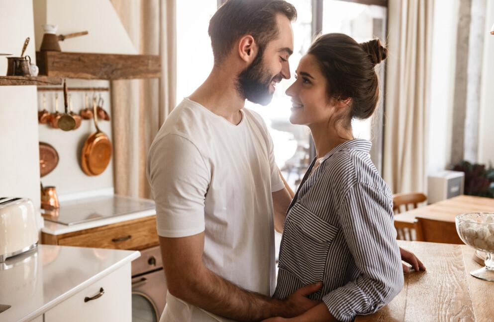 EMOFILI: Emofili defineres som en tilstand der du forelsker deg fort og ofte. Du utvikler sterke følelser av forelskelse eller betatthet tidlig i en relasjon, før du egentlig kjenner personen. FOTO: NTB