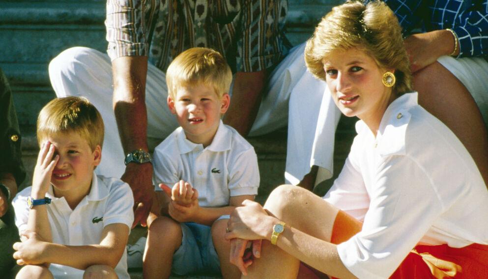 VISER OMSORG: Prinsesse Diana hadde et helt spesielt forhold til sine sønner William og Harry. Foto: NTB.