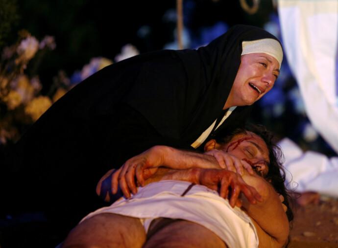 LEVENDE SPILL: Skuespillere skildrer Jesu lidelser, under påskeprosesjonen på Malta i 2019. FOTO: NTB