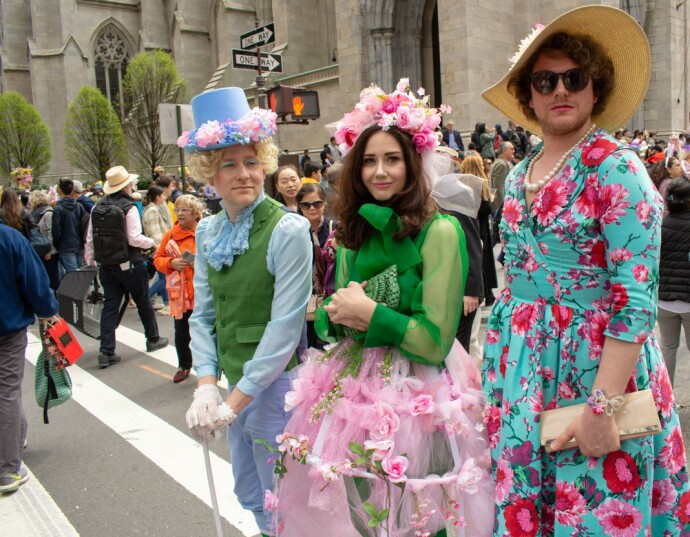 CHARLIE OG ALICE: Ingen stil var for outrert da New Yorkerne i 2019 feiret sin Easter Parade. FOTO: NTB