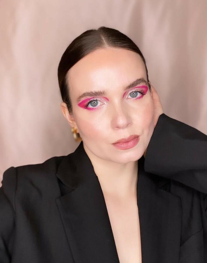 SLÅR ET SLAG FOR BLUSH: Linda Nicolaysen er en selvutnevnt «blush queen». FOTO: @lindanicolaysenmakeup