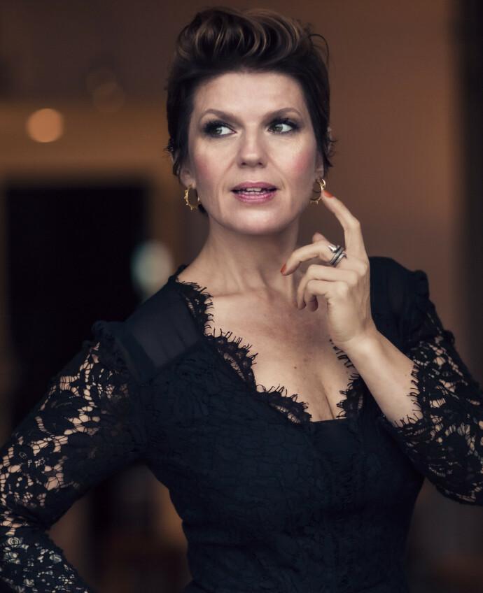 – BASEN ER UTSLAGSGIVENDE: Skjønnhetsekspert og makeupartist Tone Skipa løfter frem viktigheten av et godt grunnlag. FOTO: @beautybytone/Astrid Waller