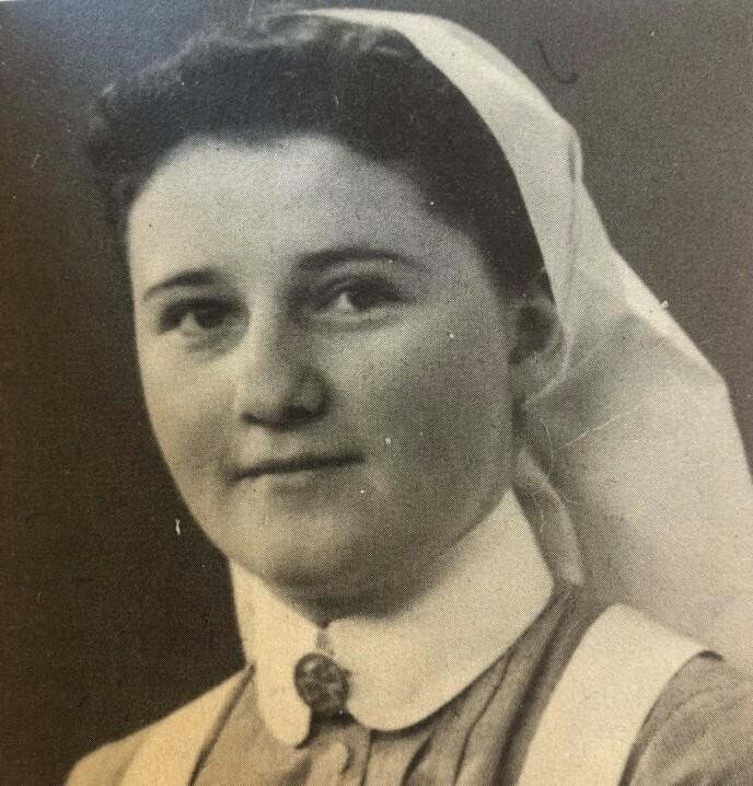 SYKEPLEIER: Tre uker at Norge ble invadert av tyskerne, dro 21-åringen Bittema fra Kragerø til Oslo for å bli sykepleier. FOTO: Fra boken «Bittema - gjennom KZ til friheten» // Cappelen Damm