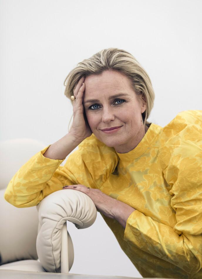 – Det er viktig for meg å videreføre noen av mine barndomstradisjoner, sier Solveig. Bluse fra Zalando og ring fra Glitter