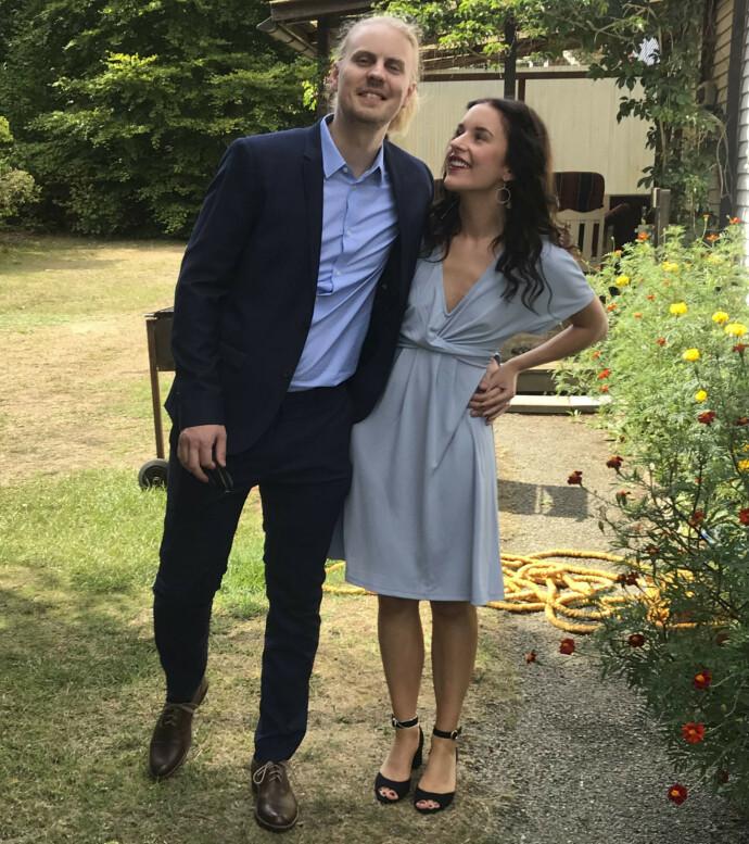SAMHOLD: Samboer Arvid er en solid støtte for Nikki. De er kommet hverandre nærmere etter at Nikki fikk diagnosen, mener hun. Foto: Anna Edlund
