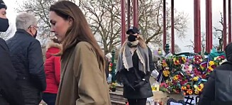 Munnbindløs hertuginne Kate blant folket for å minnes drapsoffer