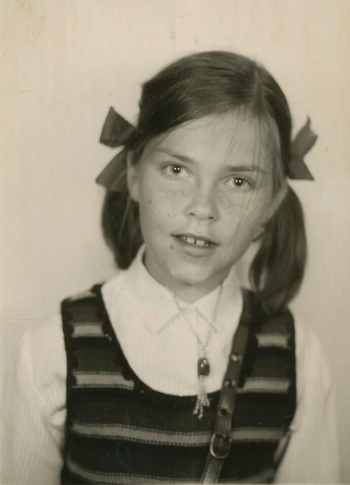 TRIST TID: Eva Schultz husker tiden etter at faren dro fra moren som trist, med nedtrukne gardiner i huset. Redningen ble venner og idretten. FOTO: Privat