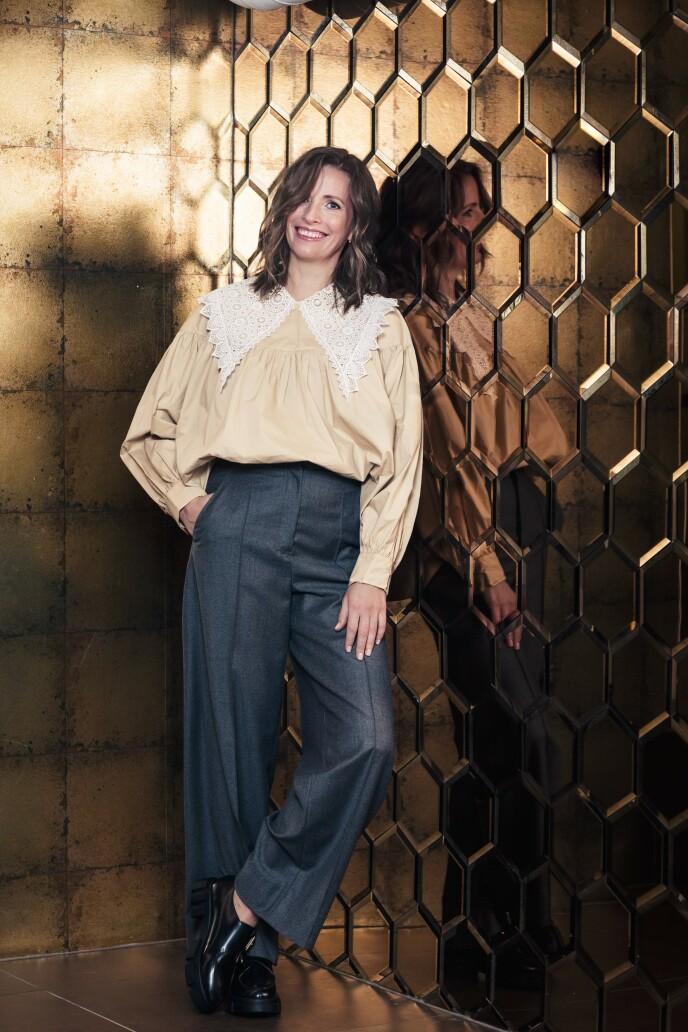 ETTER: Skjorte (kr 650, Nümph), herrebukse i ull (kr 1800, Oscar Jacobsen) og sko (kr 600, H&M). Tips! Store krager er i vinden for tiden. En fin detalj som hever antrekket! FOTO: Astrid Waller