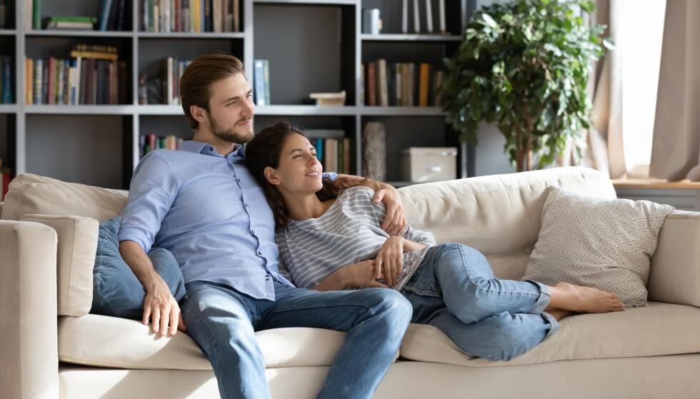 VERDIEN AV TAUSHET: Par i terapi kan oppdage verdien av taushet og bli positivt overrasket over hva de får høre når de tar seg tid til å lytte. FOTO: NTB