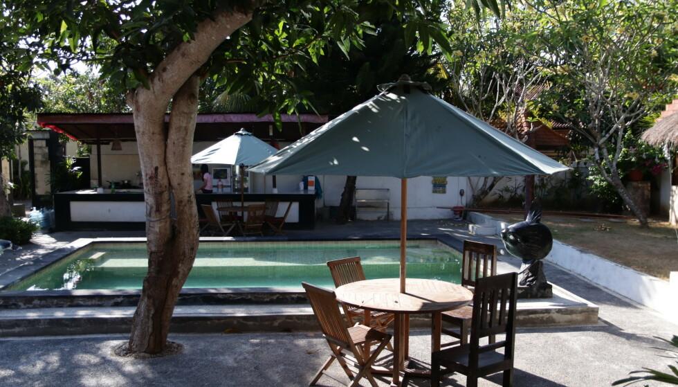TROPISKE OMGIVELSER: Paret er bosatt på øya Nusa Lembongan, hvor turismen ennå ikke har tatt helt overhånd. FOTO: Privat