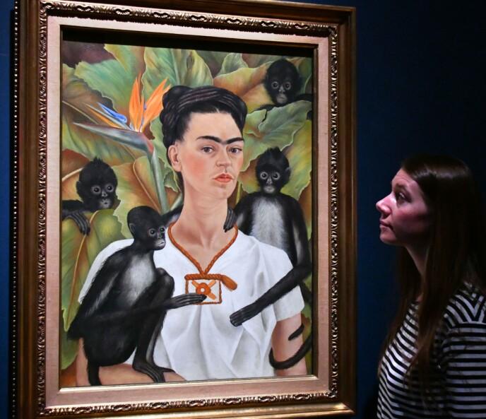 FRIDA MED ØYEBRYNENE: Den meksikanske maleren Frida Kahlo (1907–1954) er et berømt eksempel på en kvinne som framsto som hun ville, og som ble oppfattet både som svært vakker og som sterk. Dette er et av hennes mange selvportretter. Foto: NTB