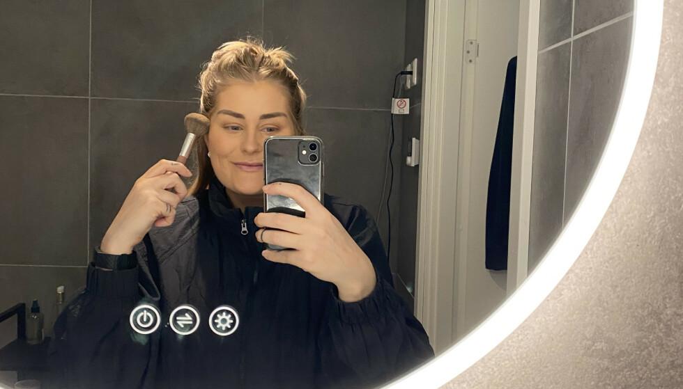 Journalist, Mina Knudsen, har testet Genevieve sine sminketeknikker. FOTO: Privat