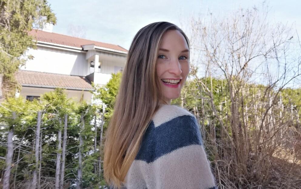 STRÅLENDE FORNØYD: Ett år uten sjampo har gitt Lise, som tidligere har jobbet mye som hårmodell, enda flottere hår. FOTO: Privat