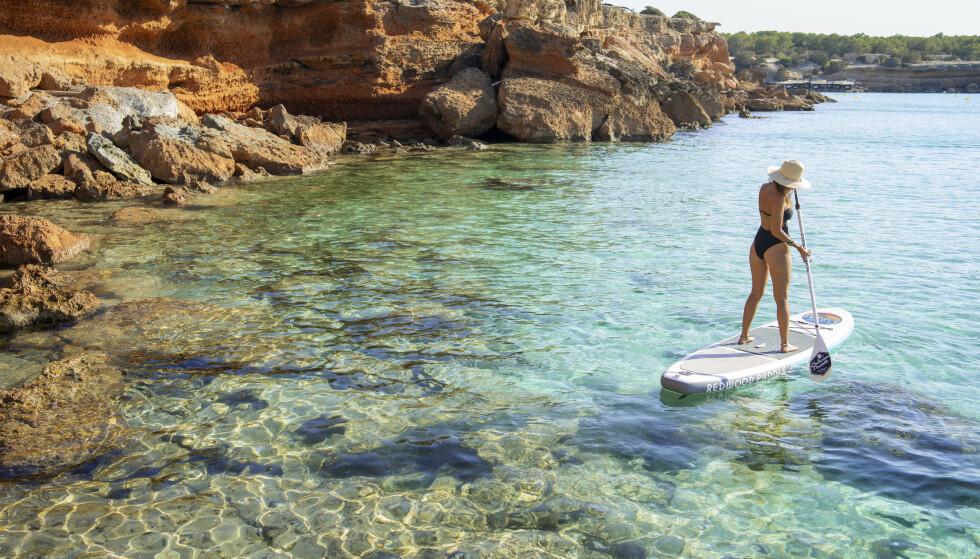 NATURPERLE: Formenteras magisk klare vann skyldes Posidonia-sjøgresset som er mer enn 100 000 år gammelt og som gir liv og ly til et utall dyre- og plantearter på Balearene.