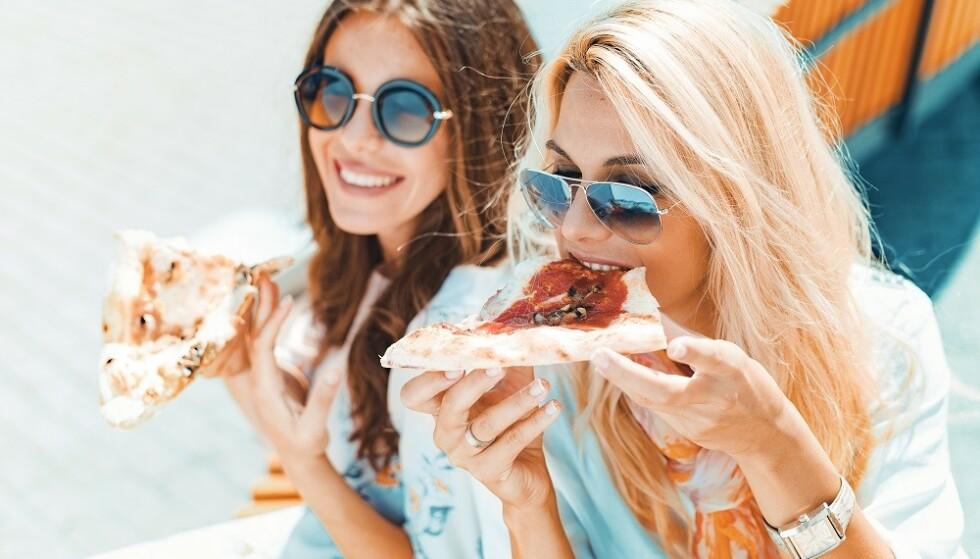 VEGANSK: Vegansk ost gjør at man kan spise plantebaserte retter med smeltet ost, men er det sunnere enn vanlig ost? FOTO: NTB