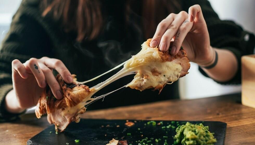 FETT: Både animalsk ost og vegansk ost inneholder en del mettet fett. FOTO: NTB