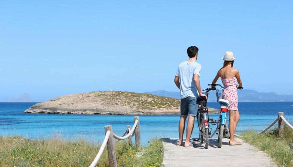 AVSLAPPENDE: Formentera er naturen som viser seg fram! Gå på oppdagelsesvandring, svøm og snorkle blant sjøhester - eller nyt øya fra hesteryggen. Ta dere en sykkelutflukt til Ses Illetes-stranden, som er kjent som verdens vakreste. Foto: Turespaña