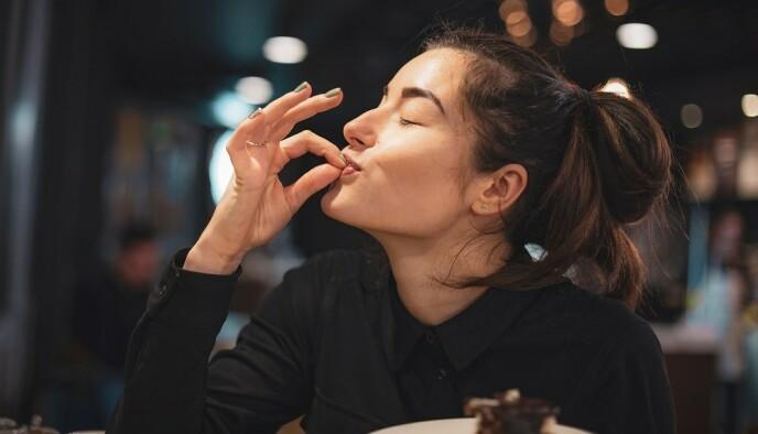 MØRK SJOKOLADE: Det sunneste er å gå for en sjokolade med 70 prosent kakaoinnhold, mener ekspertene. FOTO: NTB