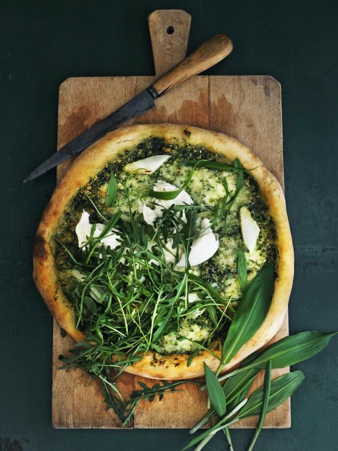 Pizza med hvite asparges og ramsløkpesto