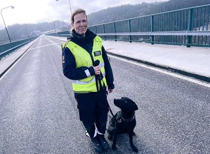SAMMEN PÅ JOBB: Beathe og Nemo har grenseovergangen ved Svinesund som arbeidsplass. FOTO: Tolletaten