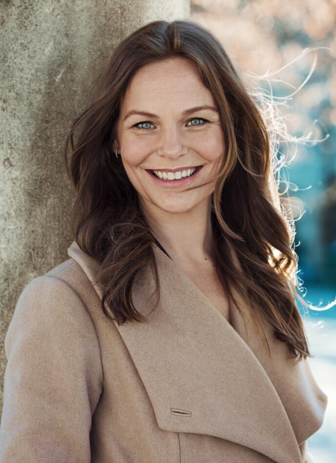 FRA SANG TIL SKRIVING: Lenge trodde Linn-Jeanethe Kyed at det var sanger hun skulle bli. Men så fikk hun øynene opp for skriving. I dag er hun kjent for å stå bak manuset til den populære NRK-serien Rådebank. FOTO: Astrid Waller