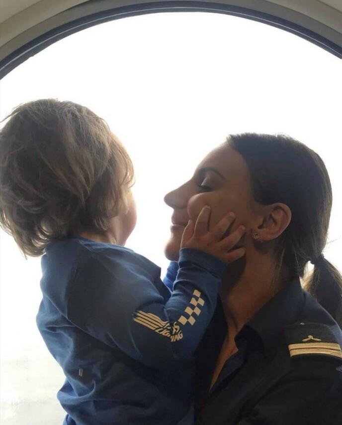 - Jeg gråt da jeg dro, men Nils var selvsagt for liten til å skjønne noe. FOTO: Privat