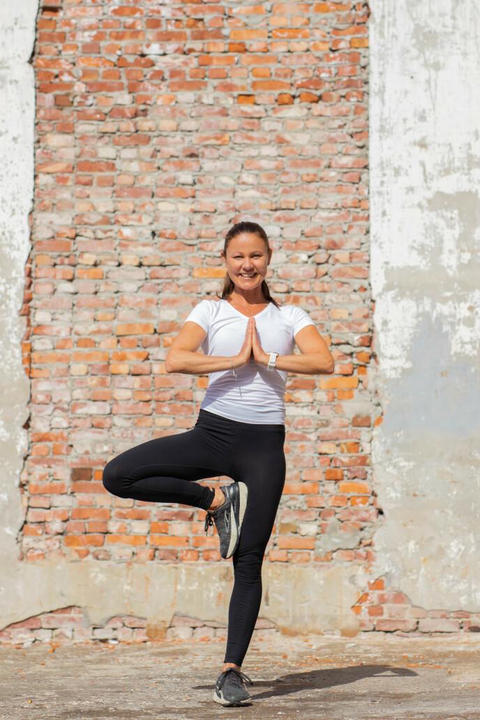 NYTT LIV: Yoga er en av mestringsmekanismene i Hannes nye liv. FOTO: Emilie Tallakstad