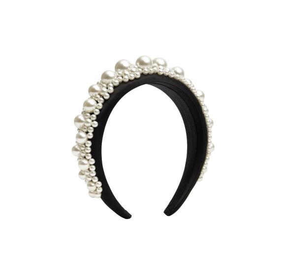 Perlehårbøyle (kr 500, Simone Rocha x H&M).