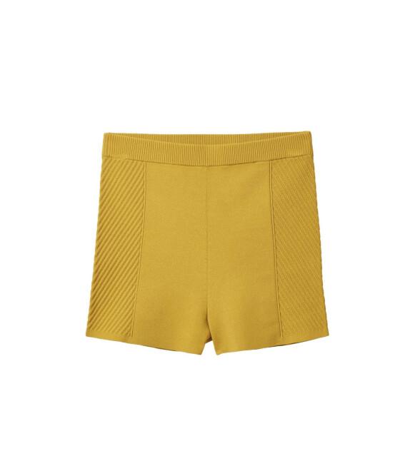 Shorts (kr 390, Cos).