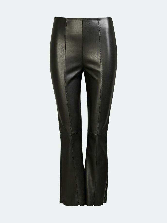 Bukse i imitert skinn (kr 400, Bik Bok).