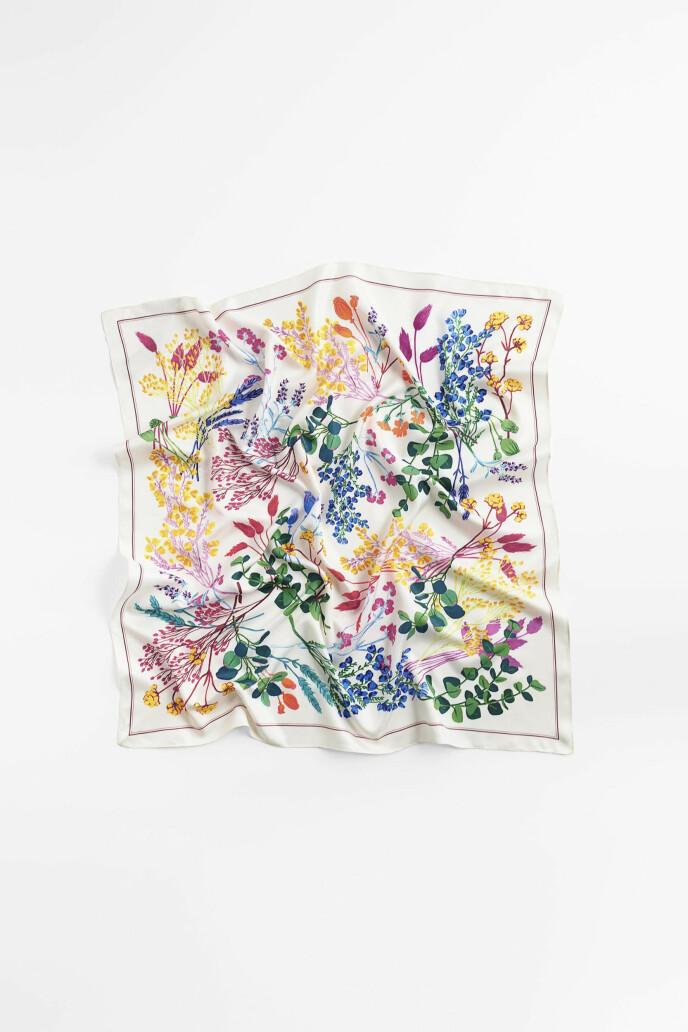 Blomstrete skjerf (kr 150, Zara)