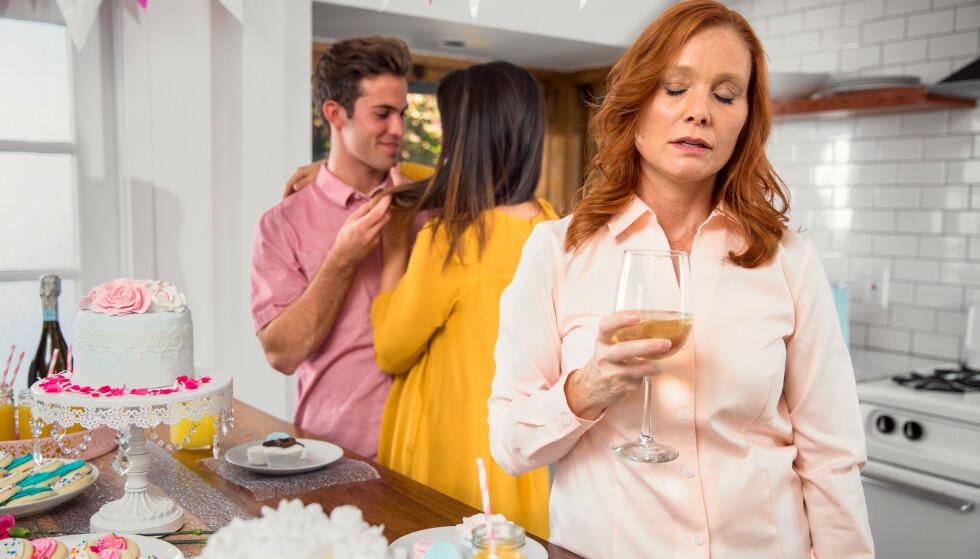 MISUNNELIG FAMILIEMEDLEM: Å være misunnelig på venner eller familiemedlemmer for at de har mer enn deg, en flott kjæreste eller en spennende jobb, er en skambelagt følelse. FOTO: NTB