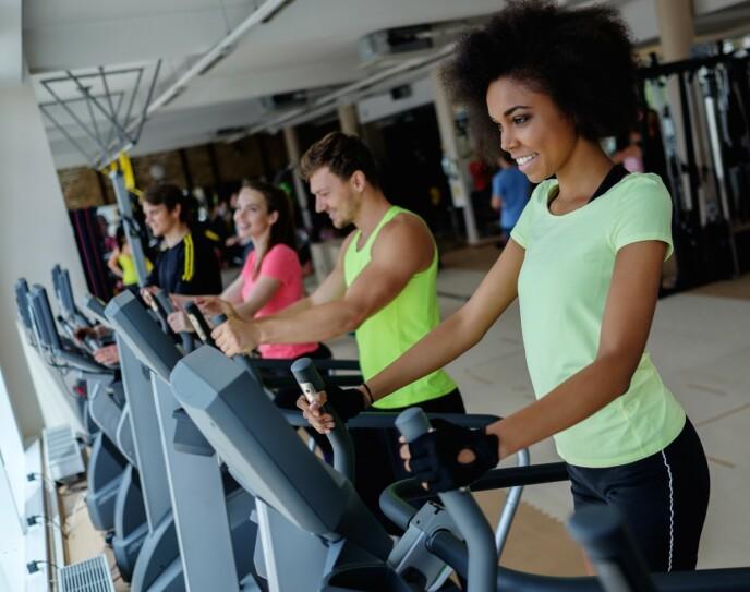 SOSIAL ARENA: Svært mange savner en aktiv hverdag på treningssenteret - ikke bare for å holde kroppen i form, men også psyken. For mange er treningssenteret en sosial arena, som under pandemien er svært savnet. FOTO: NTB