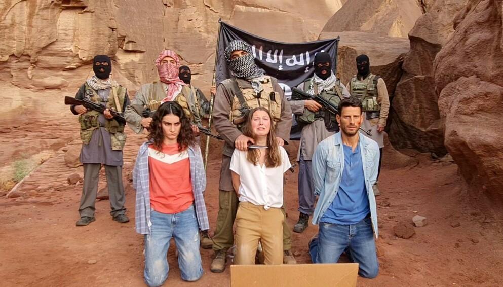 BORTFØRT: Andrea Berntzen spiller norske Pia, som sammen med et israelsk søskenpar blir kidnappet av IS i Sinaiørkenen. Klarer de innflytelsesrike foreldrene hennes å redde henne og vennene før det er for sent? FOTO: Nitay Netzer for Drama Team // TV2